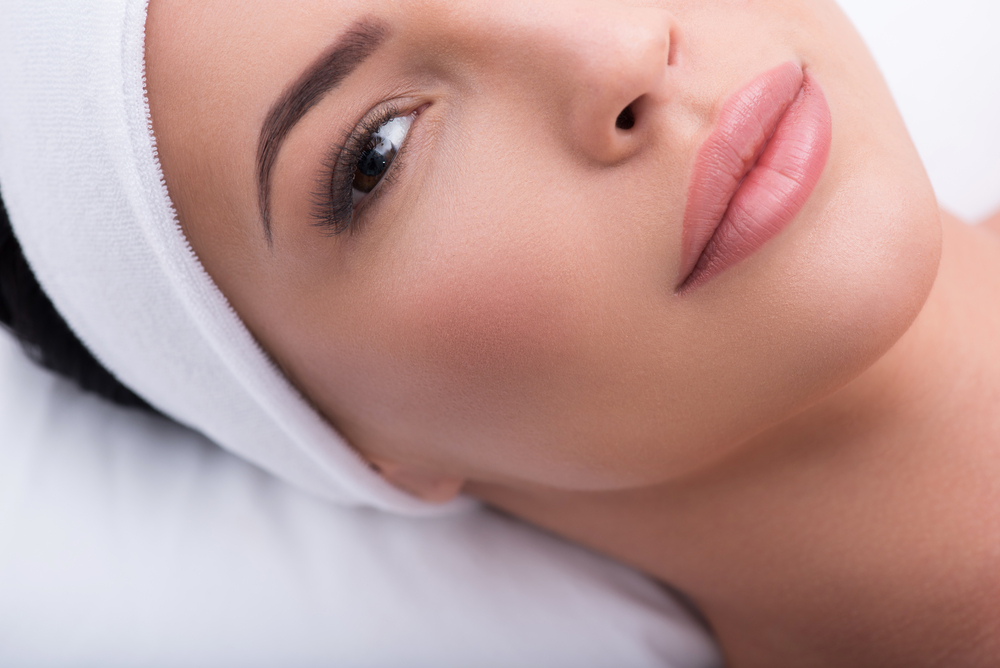 5 gestes pour redessiner lovale du visage - Magazine